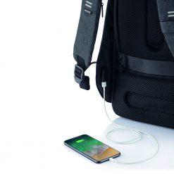 תיק גב עם טעינה לפלאפון BOBBY HERO USB